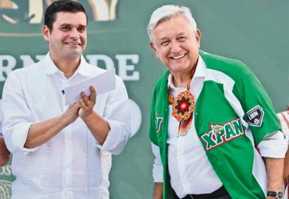Nayarit Governor Antonio Echevarría, left and AMLO, who was presented the Tuxpan baseball team's jersey, bearing his nickname.