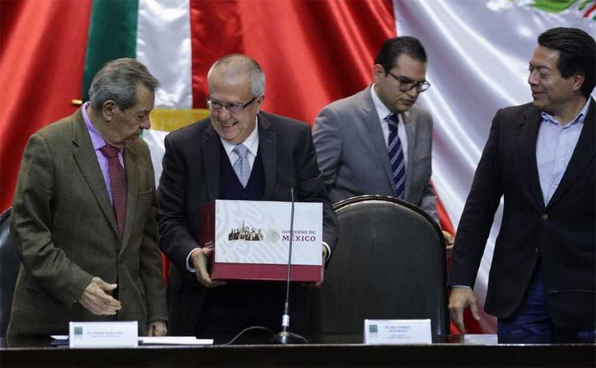 Urzúa, second from left, presents his budget on Saturday.