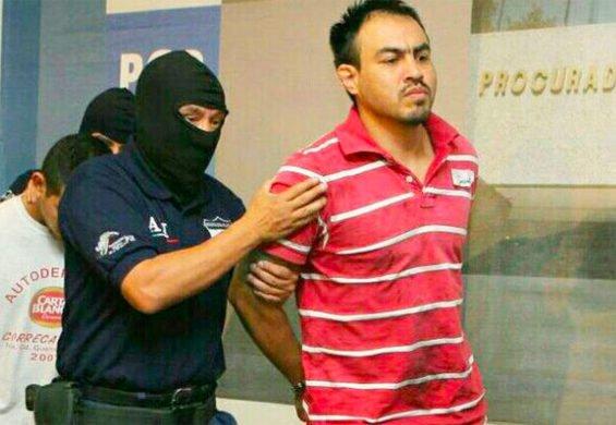 Gulf Cartel boss El Chelelo during his arrest in Mérida.