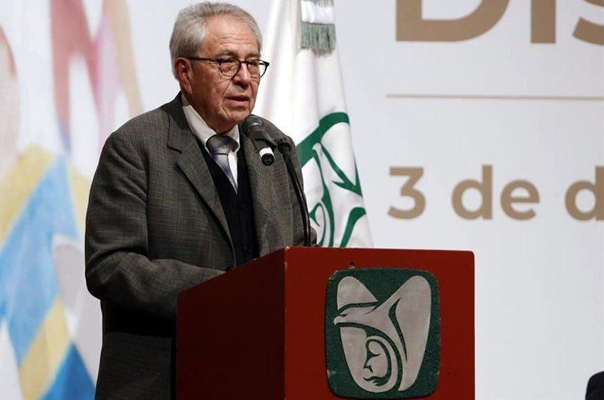 Health Secretary Alcocer speaks on Saturday in Mérida.