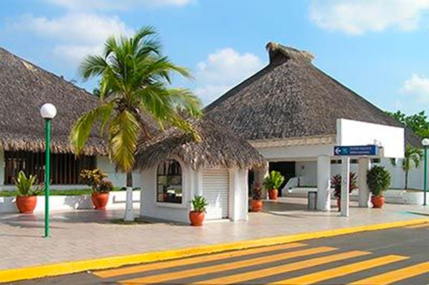 The airport at Huatulco where a Canadian traveler claimed he was held.