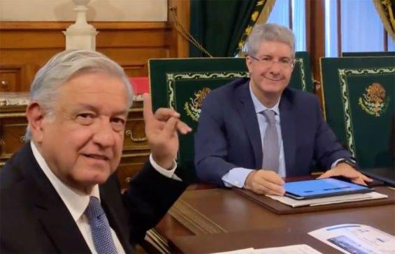 López Obrador, left, and Nestlé president Costa.
