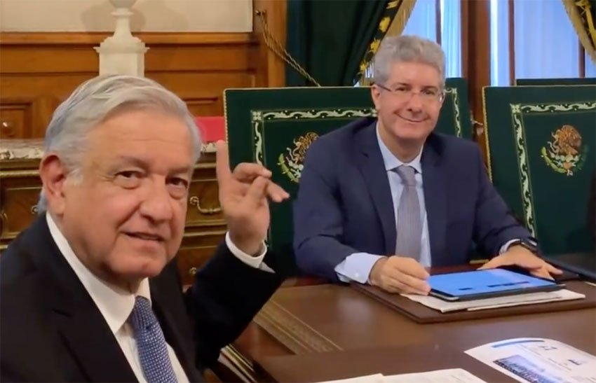 López Obrador, left, and Nestlé president Costa.