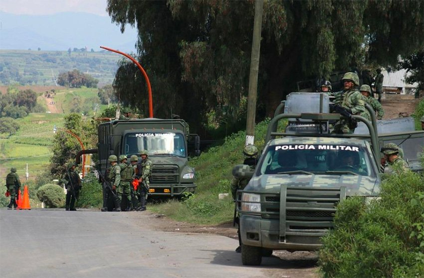 Soldiers on the lookout for pipeline thieves in San Martín Texmelucan, Puebla.