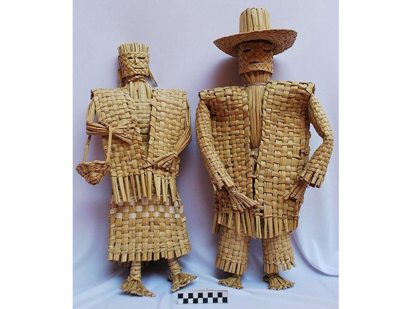 Anthropomorphic figures made of tule in a Tarascan community at Lake Pátzcuaro.