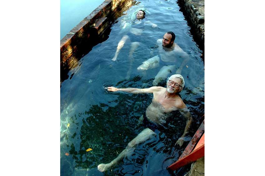 5—Happy-bathers-DSC_0046
