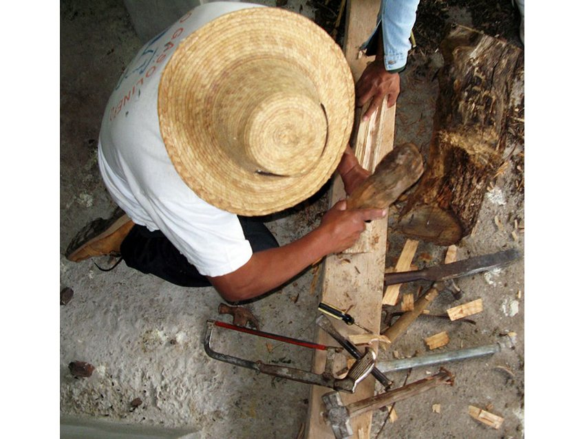Tools used to manufacture the atlatl and fisga in Tarerio, Michoacán.