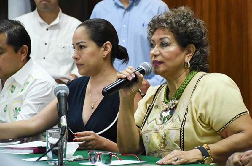 Román, mayor of Acapulco but not Wonder Woman.