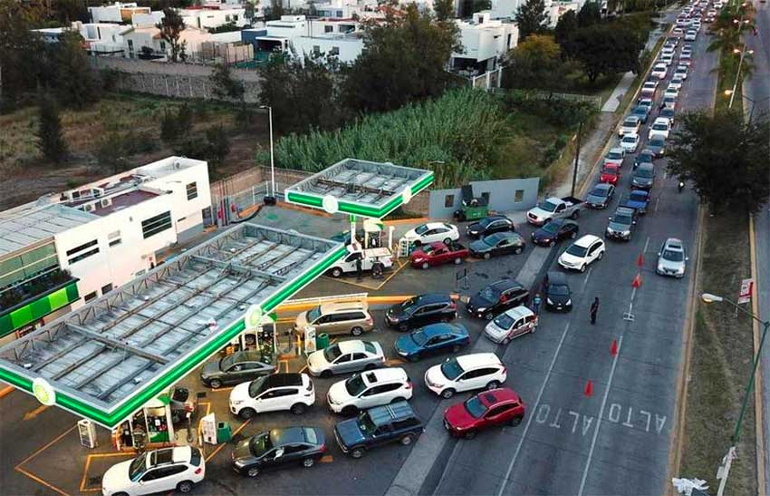 Drivers line up for gas in Zapopan, Jalisco.