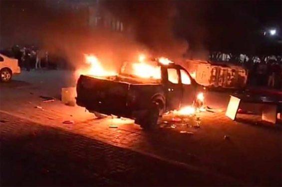 Police vehicle burns in Tepalcingo.