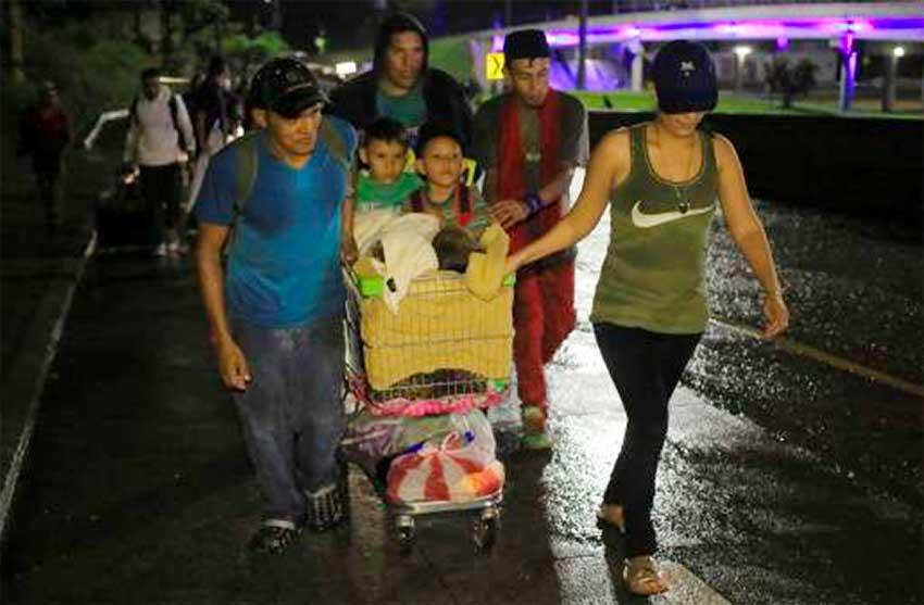 Migrants begin their long northward trek from Honduras last night.