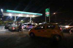 Panicked gas station customers last night in Saltillo.