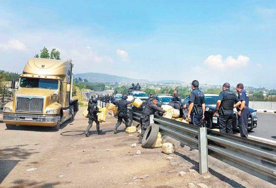 Police seize a shipment of stolen fuel in Puebla.