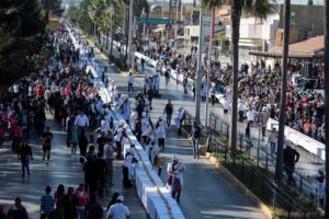 The world's longest rosca de reyes runs up one side of the boulevard and down the other.