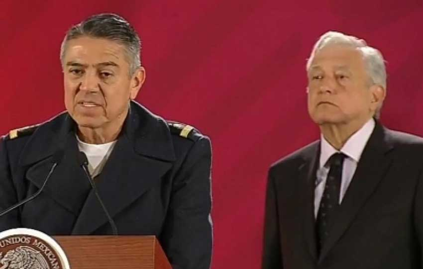 President López Obrador listens as Velázquez relates the progress made in reducing fuel theft.
