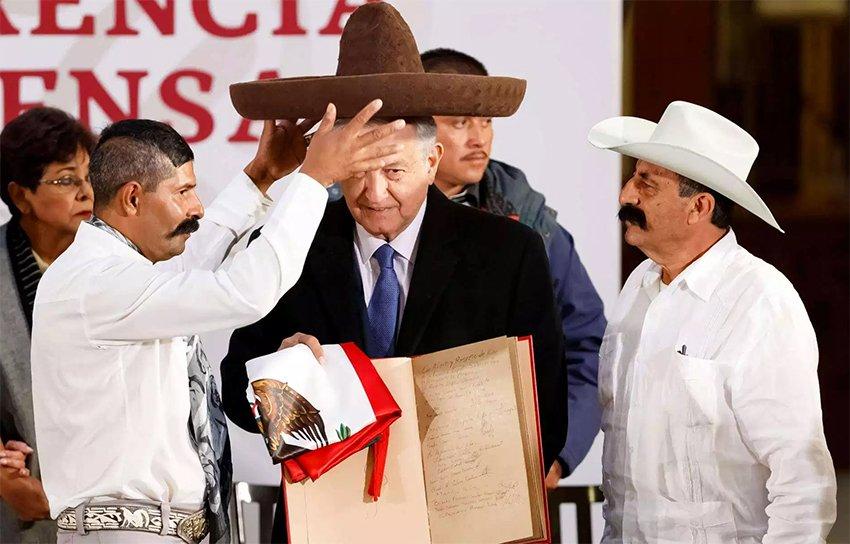 Descendants of Zapata present the president with a sombrero.