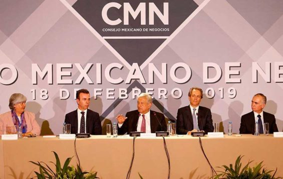 López Obrador, center, with members of the CMN.