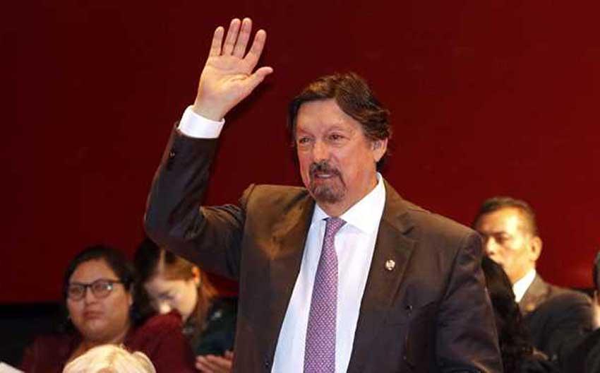 Labor leader Gómez.