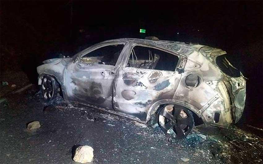 One of three burned vehicles after last night's lynching in Veracruz.