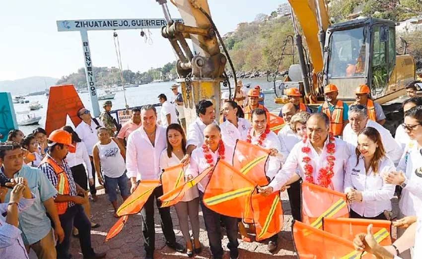 Yesterday's ceremony marking the beginning of construction of a new pier in Zihuatanejo.