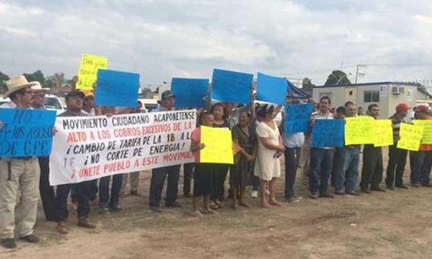 Residents protest CFE tariffs in Acaponeta, Nayarit, in December.