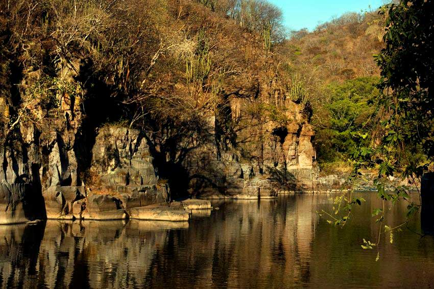 Canyon walls reflected in the clean, cool waters of Río Verde.