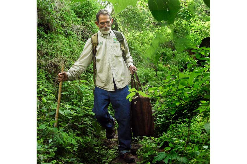 3—Botanist-Miguel-Chazaro