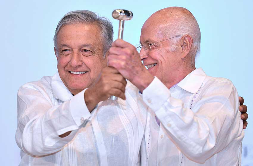 López Obrador, left, presents the official gavel of office to new bankers' association president Niño de la Rivera.