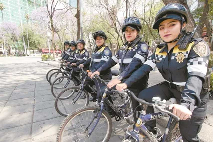 Members of Mexico City's bicycle division.