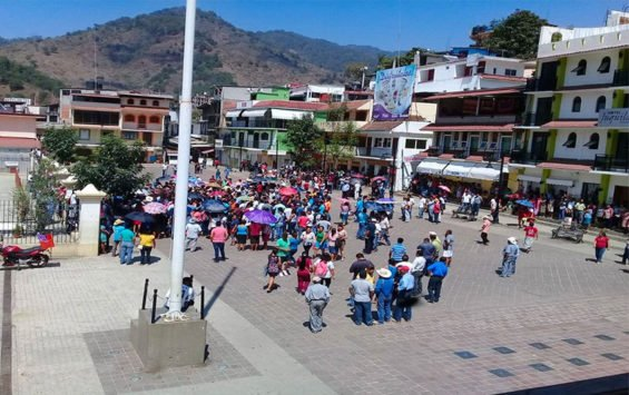 Juquila residents gather to protest inaction over highway blockade.