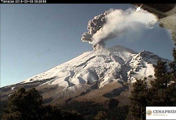 An explosion this morning at El Popo.
