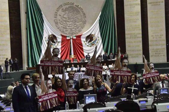Opposition deputies protest amendment