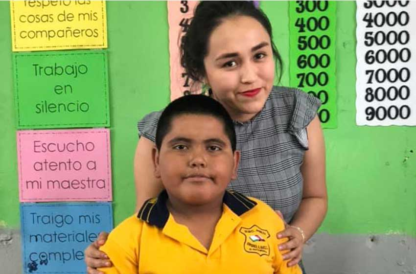 Primary school teacher Gutiérrez and her student.