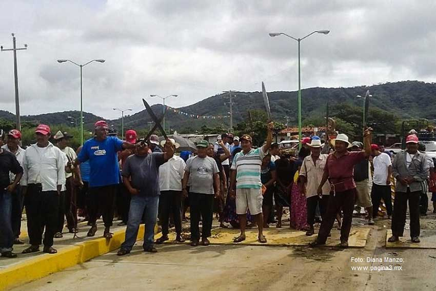 San Dionisio residents raise machetes in protest in 2014.