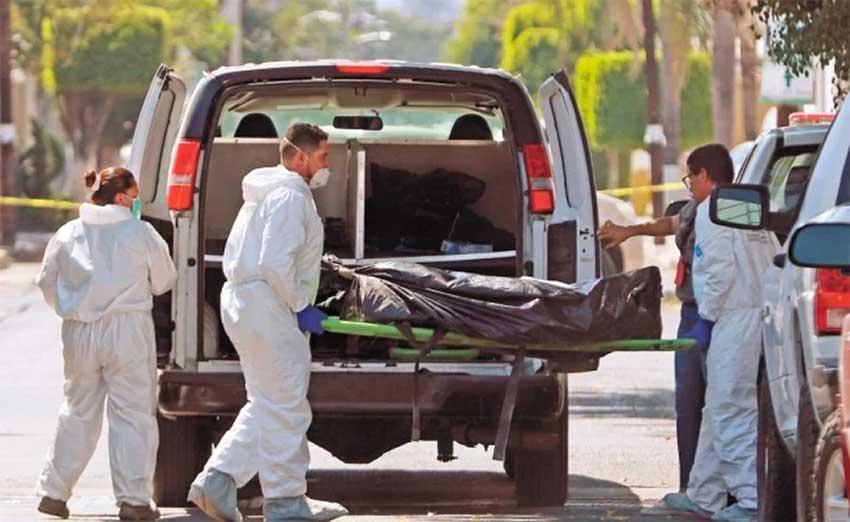 Forensic personnel retrieve bodies in Zapopan.