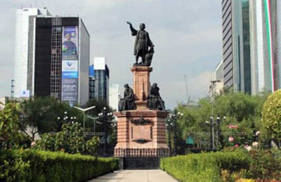 The offending statue, on Paseo de la Reforma.