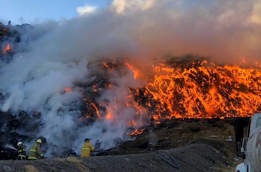 The landfill fire that started Sunday in Guadalajara.