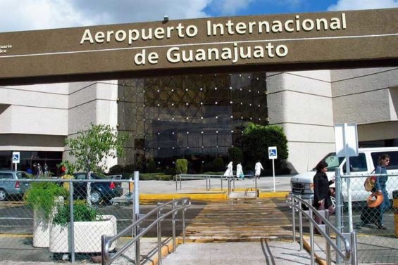 Thieves entered the airport in a fake Aeroméxico vehicle.