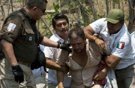 Immigration agents detain a migrant in Chiapas.