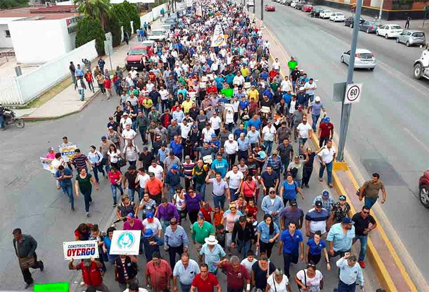 Thousands march in Monclova, Coahuila, in support steelmaker Altos Hornos.