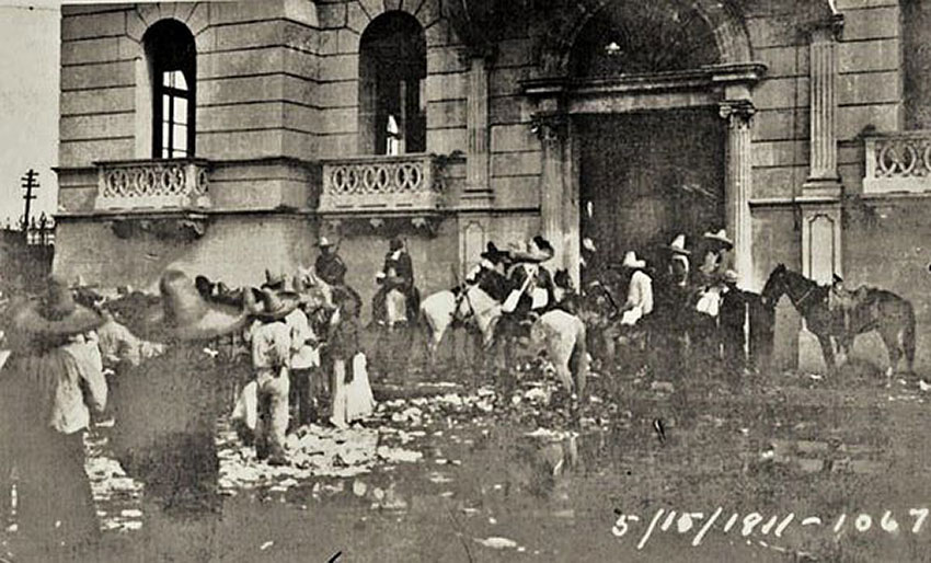 Revolutionary forces in Torreón in 1911 during the Chinese massacre.