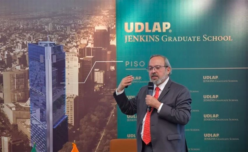Professor Martínez warns that climate change requires attention from the state.