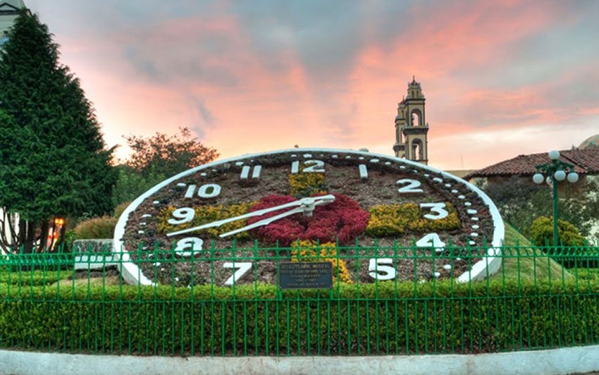Zacatlán's flower clock.