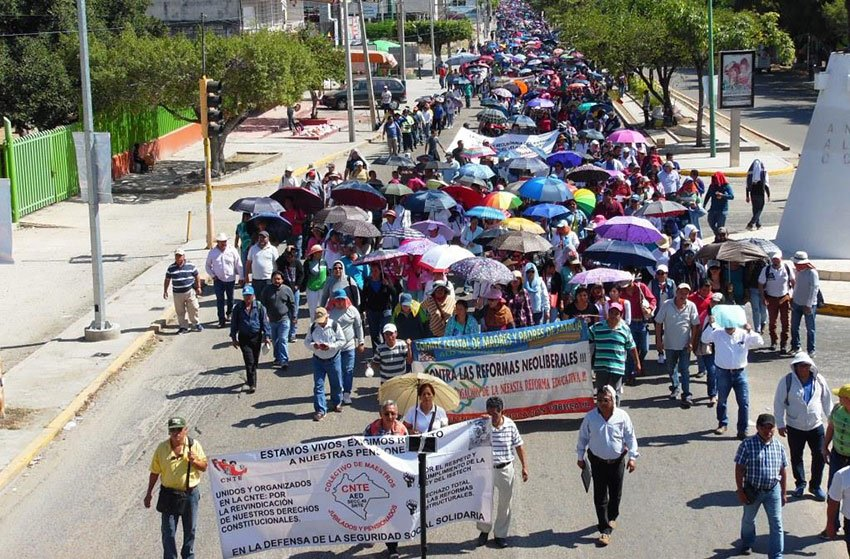 A march by CNTE teachers in Chiapas.