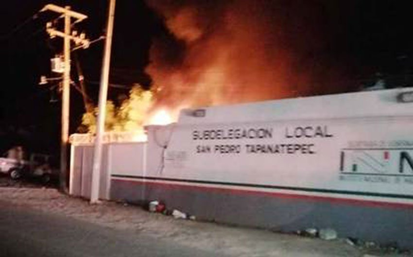 Immigration center burns in Oaxaca.