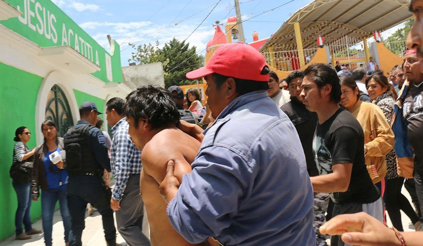 A lynch mob in Tlaxcala.