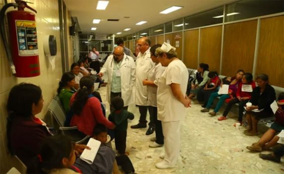 Food poisoning victims receive medical attention at a Veracruz hospital.