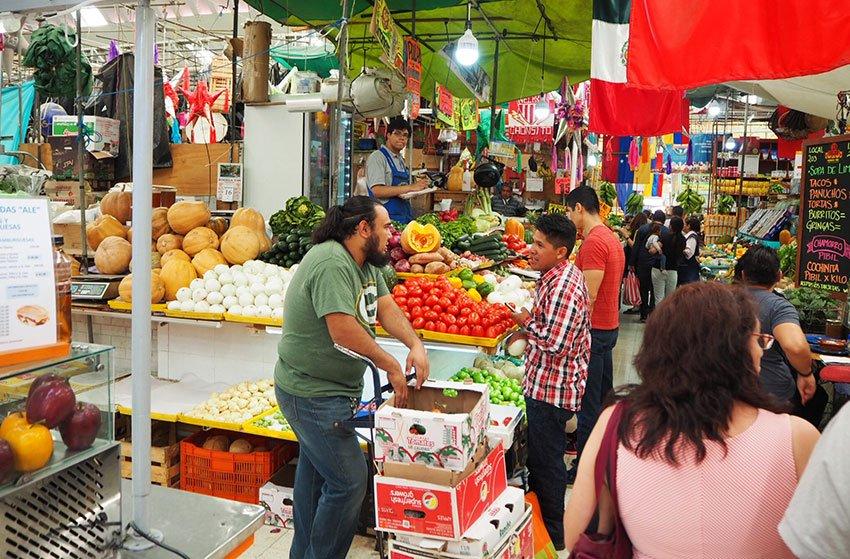 A vegetable stall at Medellín.