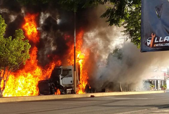 The semi burns after this morning's accident in Morelos.