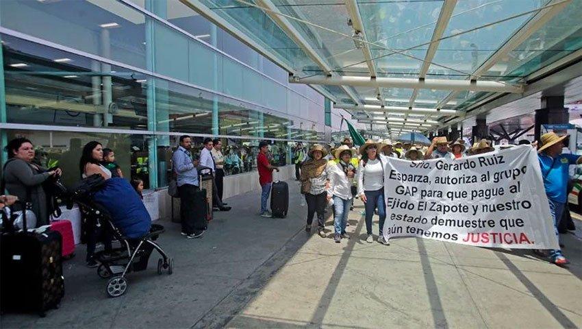 Landowners protest at Guadalajara airport.